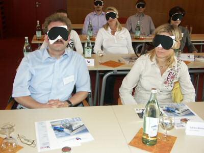 WJ mit Schwarzbrillen