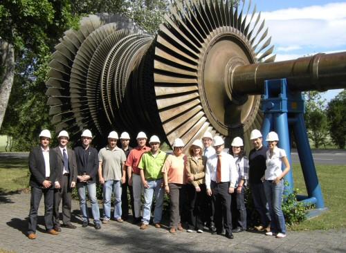 Gruppenbild vor Turbine