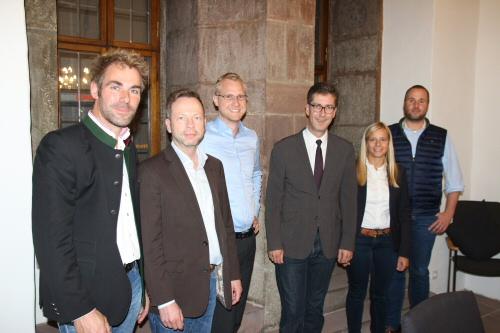 Vorstandsmitglieder der WJ Würzburg gemeinsam mit Oberbürgermeister Christian Schuchardt und Dirk Jung